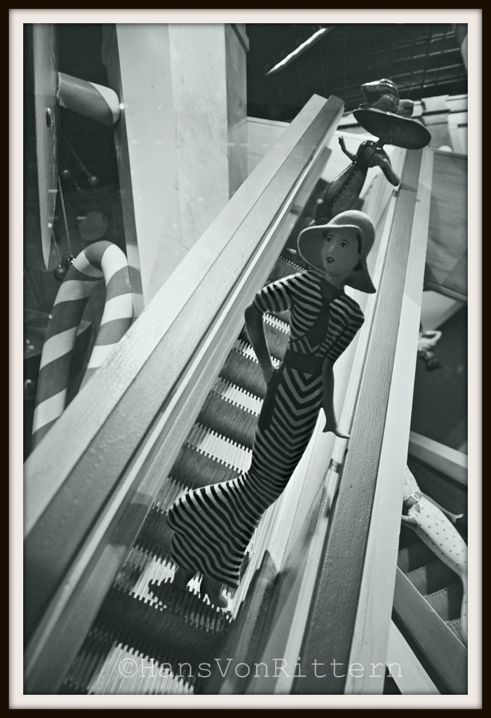 MACY'S ESCALATOR