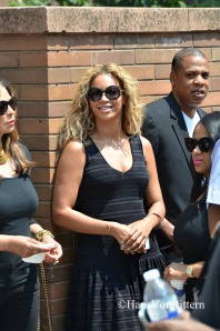 Beyonce & Jay-Z read my sign seconds before he gave me the thumbs up!