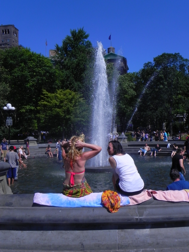 GIRLS BY FOUNTAIN
